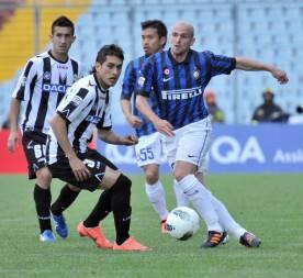 Inter's Esteban Cambiasso escapes Udines