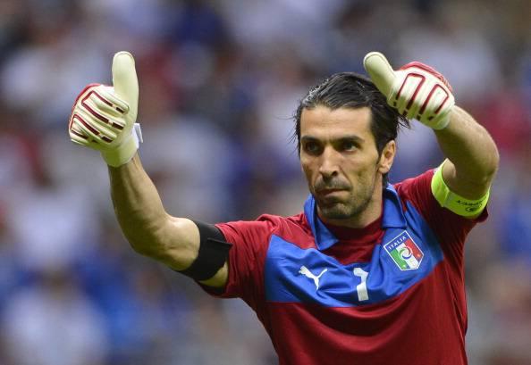 Buffon, bandiera della nazionale azzurra