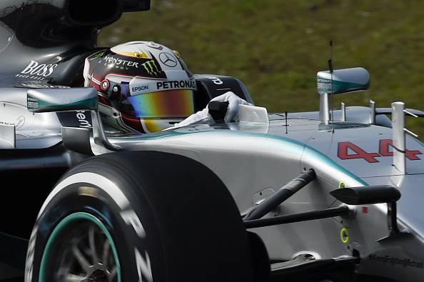 Formula1. Gp Cina, Hamilton ottiene la Pole davanti a Rosberg e Vettel. La griglia di partenza (FOTO)