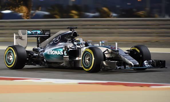 F1. Bahrain; Hamilton in pole. Ferrari subito dietro