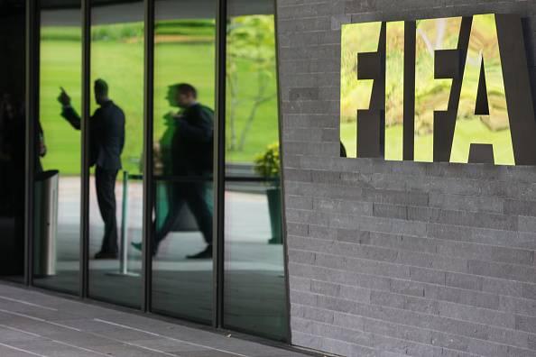 Ennesimo scandalo nel calcio. Arrestati funzionari FIFA (aggiornamenti)
