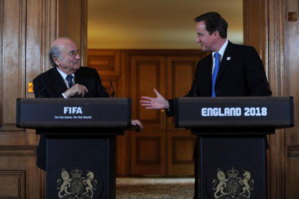 Calcio. Scandalo Fifa, il premier Cameron chiede le dimissioni di Blatter