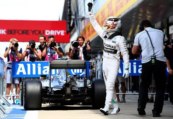 Formula 1. GP Silverstone, Hamilton firma la pole position. Terza fila per le Ferrari