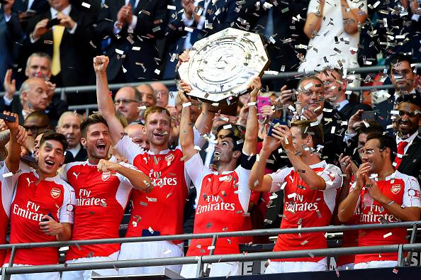 Community Shield. Wenger batte Mou, festa Arsenal