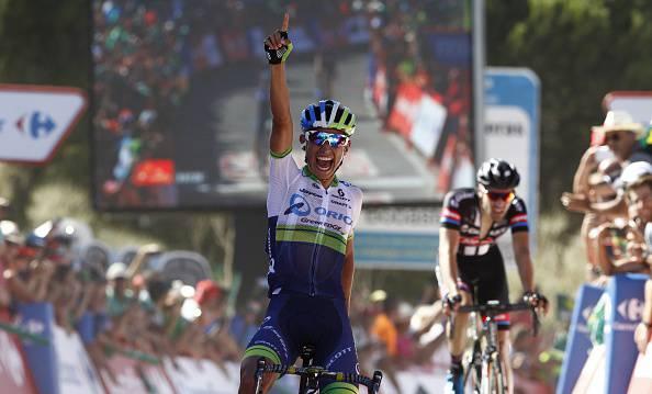 Vuelta a Espana 2015. 2^ tappa, Chaves straordinario: tappa e maglia per il colombiano