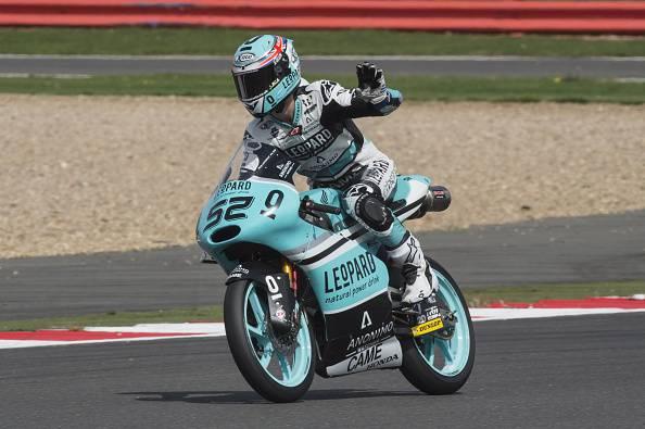 Moto 3. GP Gran Bretagna, Kent vince davanti a Kornfeil