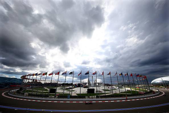 F1. Gp Russia, seconde libere sotto la pioggia. Massa davanti a Vettel