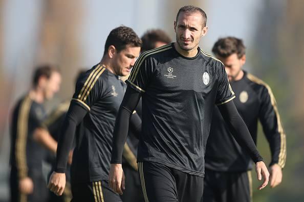 Juventus, lesione al soleo per Chiellini: stop di tre settimane