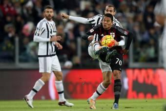 Carlos Bacca in Juventus-Milan. Un dello che si ripeterà in Supercoppa