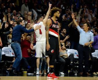 JJ Redick dei Los Angeles Clippers festeggia dopo il canestro della vittoria