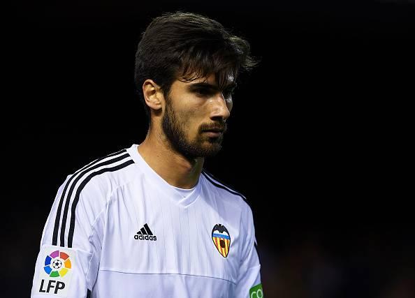 André Gomes, centrocampista del Valencia vicino al Real Madrid. Piace anche alla Juventus