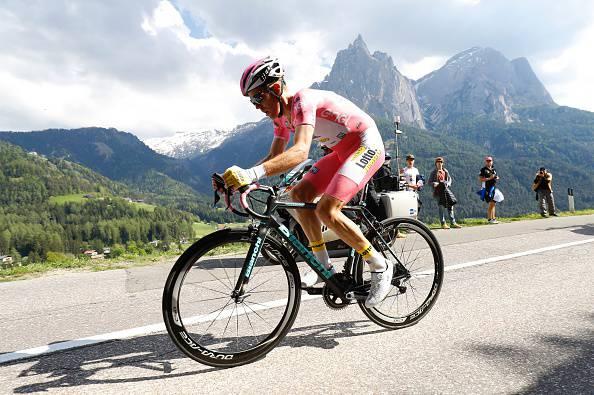 Giro d'Italia 2016: Kruijswijk allunga, Nibali crolla