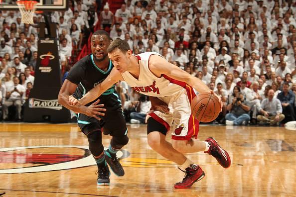 NBA: Miami strapazza Charlotte e passa il turno