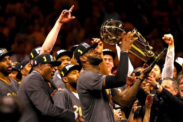 NBA: Cleveland campione, James nella storia