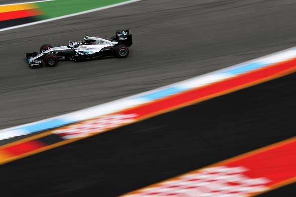 GP Germania, Mercedes subito al comando. Bene Vettel