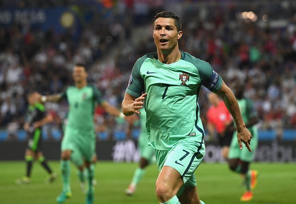 Cristiano Ronaldo esulta dopo il gol che vale la finale di Euro 2016
