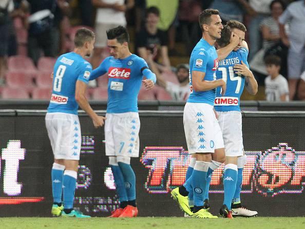 Serie A: Napoli a due facce ma vince. Il Milan chiude in 9 e perde 4-2
