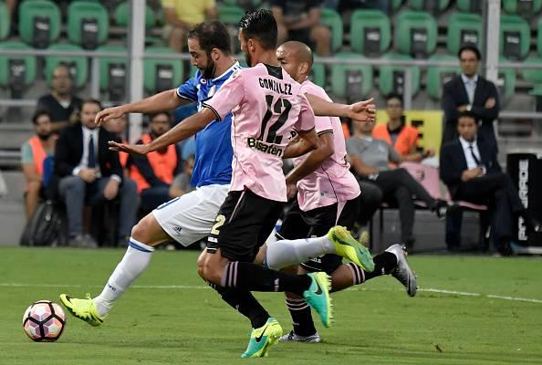 Serie A, Goldaniga trafigge Posavec. La Juventus vola a Palermo