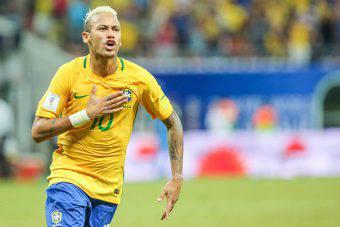 Neymar, con la maglia del Brasile, festeggia un gol importante sulla strada per i Mondiali del 2018