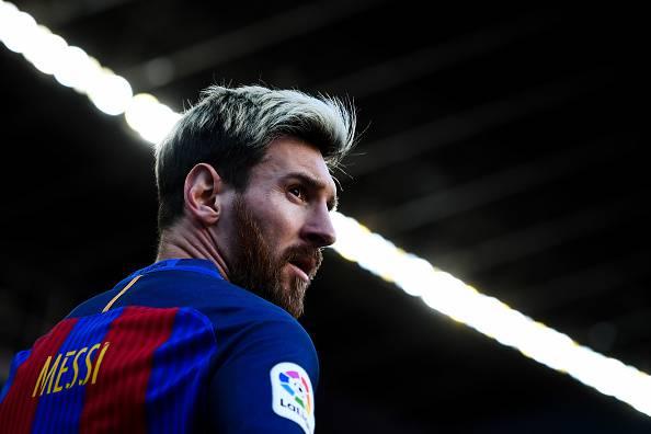 Messi rinnova con il Barcellona fino al 2021