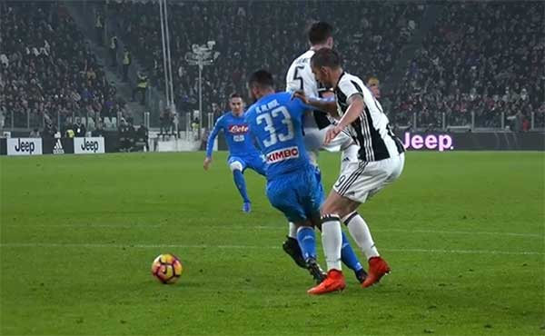 """Napoli, radio ufficiale: """"La Juventus gestisce le immagini"""""""