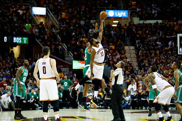Playoff NBA: i Cavaliers riallungano, Boston battuta da Irving e James