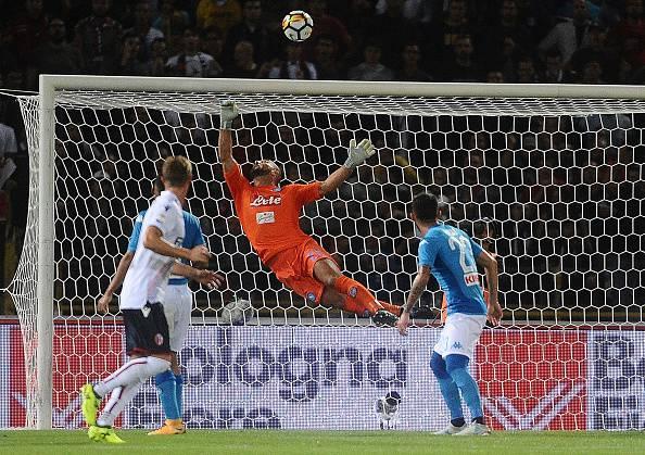 Serie A: il Napoli raggiunge Juve e Inter. Finisce 3-0 a Bologna