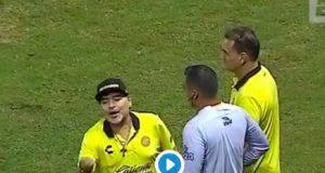 Diego Maradona espulso e osannato dai suoi tifosi