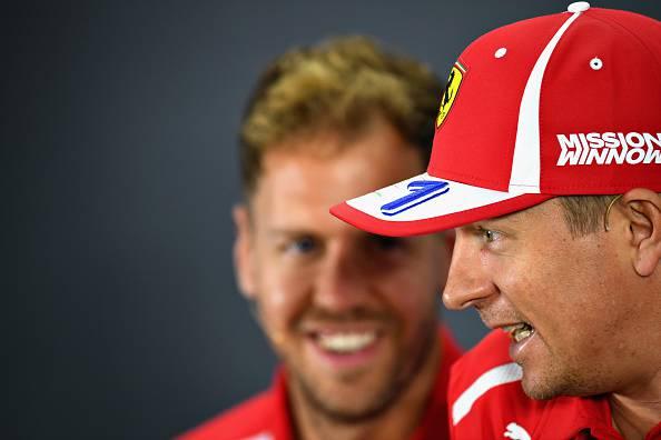 Kimi Raikkonen saluta Vettel