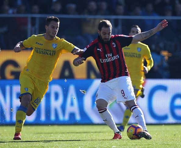 Higuain in azione in Frosinone-Milan