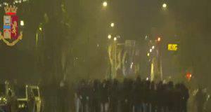 scontri ultras Lazio e polizia a Roma