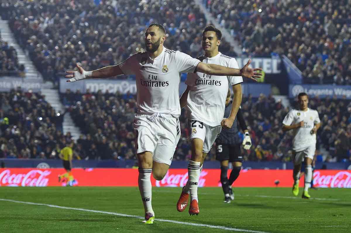Benzema ribalta l'Eibar e trascina il Real Madrid alla vittoria.