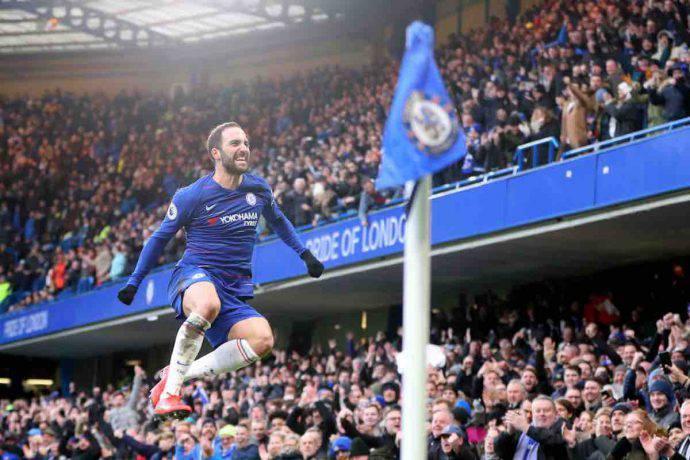 Higuain doppietta Chelsea Huddersfield