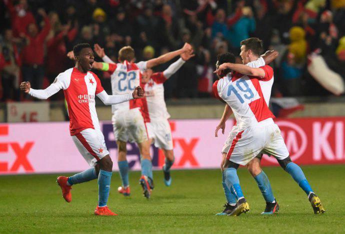 Delirio puro nella gelida Praga, lo Slavia ha eliminato il Siviglia