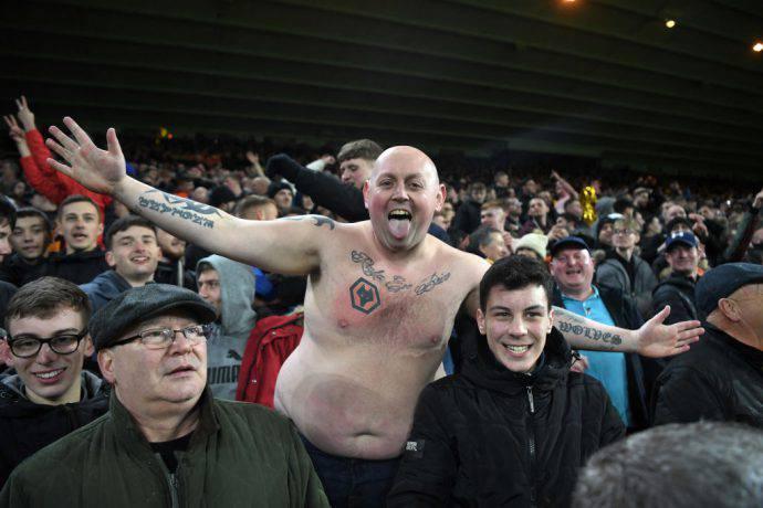 I tifosi dei wolves esultano per la conquista delle semifinali di FA Cup