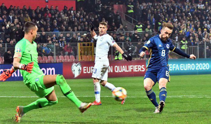 Edin Višća sblocca la gara con la Grecia