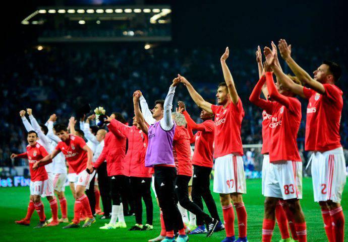 Tripudio del Benfica al fischio finale