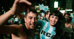 Festa incredibile per le strade di Avellaneda