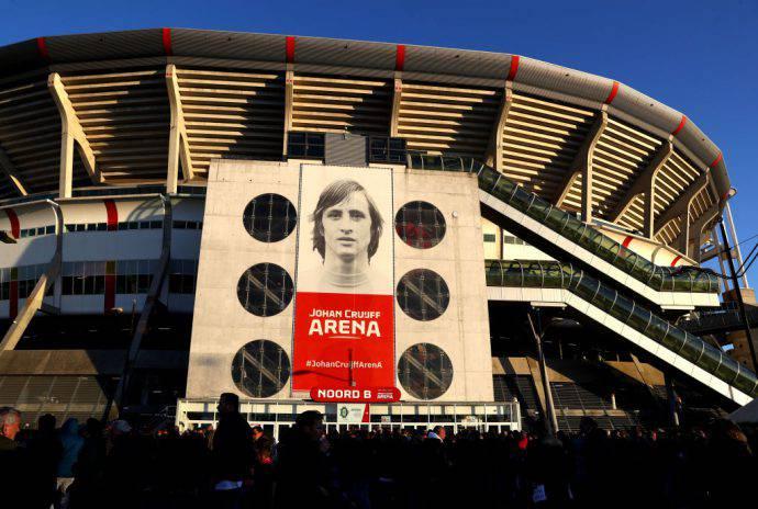 Lo stadio di Amsterdam dedicato al numero 14