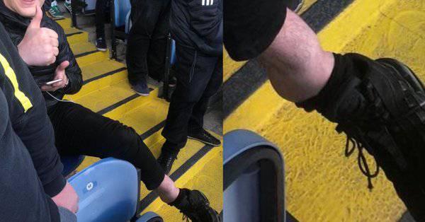 Caviglia tifoso Leeds
