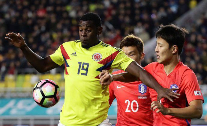 Duvan Zapata con la sua Colombia contro la Corea del Sud