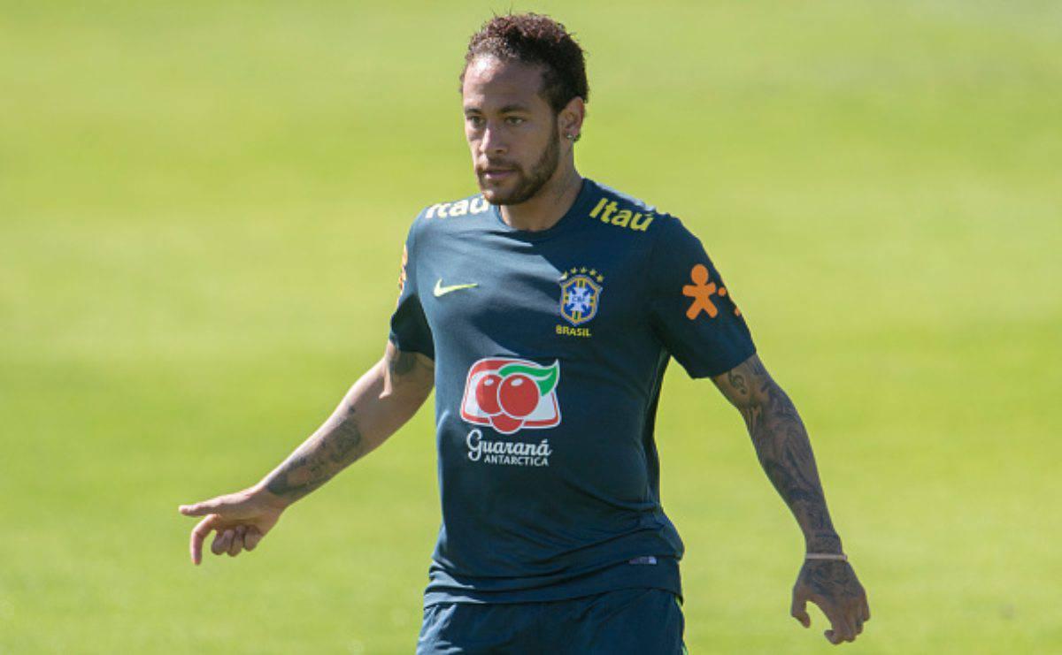 Neymar Brasile Dani Alves capitano