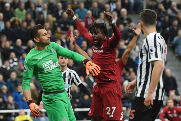 Il belga Origi esulta per il 3-2 del Liverpool a Newcastle