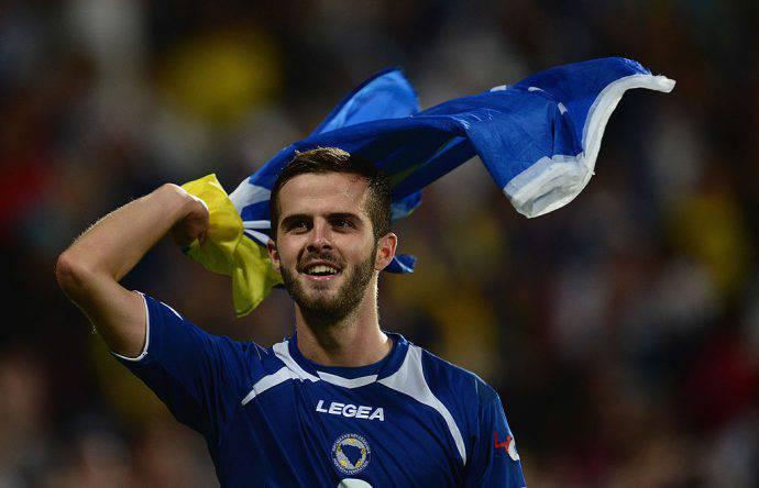 Pjanic festeggia con la sua Bosnia
