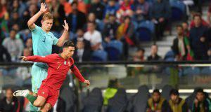 De Ligt e Cristiano Ronaldo durante Portogallo-Olanda