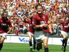 Totti segna al Parma nel giorno scudetto 2001