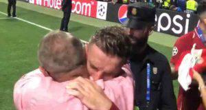 Henderson abbraccio padre