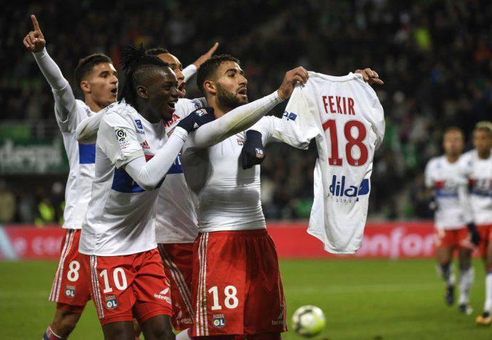 Fekir esulta in faccia ai tifosi del St.Etienne