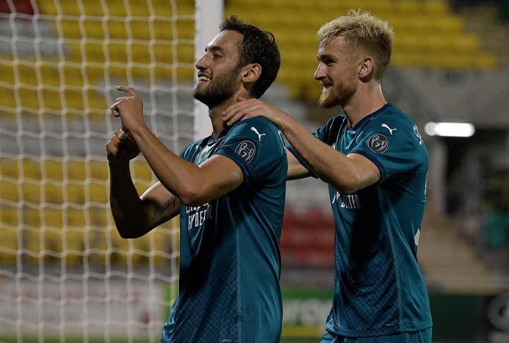 Calhanoglu segna il 2-0 contro loShamrock Rovers per i preliminari di Europa League