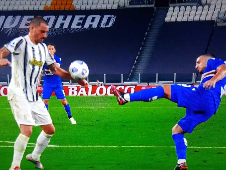 Il 'mani' di Bonucci non sanzionato nel corso di Juventus-Sampdoria